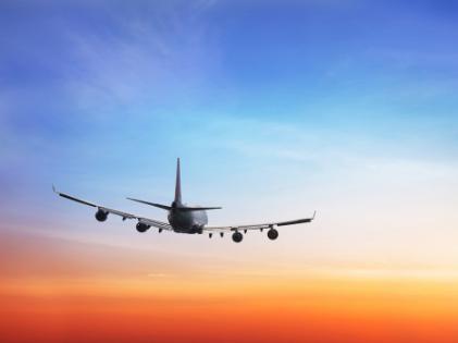 Luchthavenvervoer Zaventem vliegtuig zonsondergang